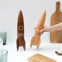 NAM-00087-hand-lifting-light-rocket-grinder-in-kitchen